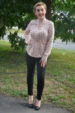Bluza tinereasca cu maneca lunga, nuanta gri cu design roz pudra