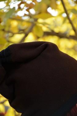 Caciula deosebita culoare maro cu paspoal negru, de toamna-iarna