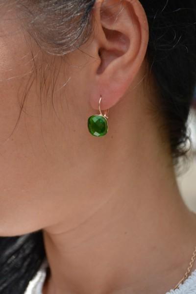 Poze Cercei scurti, cu pietre semipretioase, nunate de rosu, verde