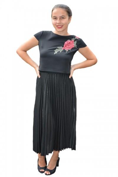Poze Fusta Ximena lucioasa, model plisat, nuanta de negru