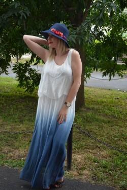 Palarie de dama de vara, de culoare bleumarin, cu flori atasate