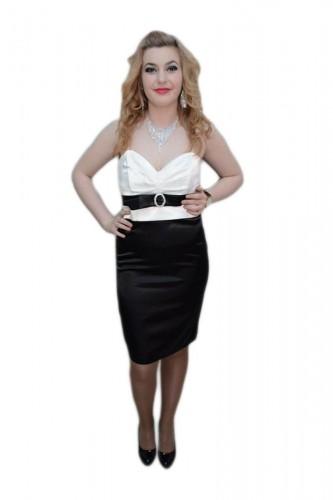 Poze Rochie deosebita, nuante de negru-alb, esarfa trendy