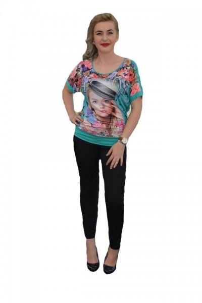 Poze Tricou deosebit cu imprimeu foto asezat pe fond floral