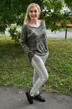 Bluza in tendinte, verde, inchis cu imprimeu rafinat, aspect lucios