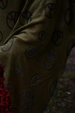 Esarfa de culoare kaki cu imprimeu negru in forma de cercuri