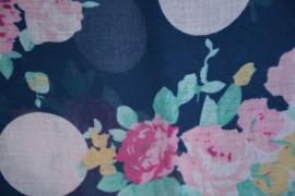 Esarfa fashion cu imprimeu pe fond bleumarin, material subtire