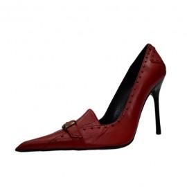 Poze Pantof cu toc inalt, cu decor de capse pe fond de culoare rosie