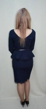 Rochie bleumarin, design dantelat aplicat in partea de jos