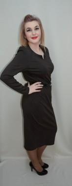 Rochie casual in masuri mari, de culoare maro, cu curea in talie