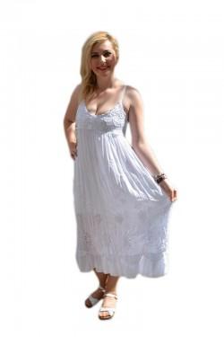 Poze Rochie tinereasca, de culoare alba, cu model de broderie