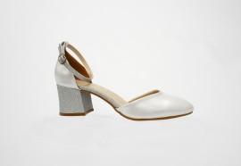 Poze Sanda eleganta cu varf inchis, realizata din piele naturala argintie