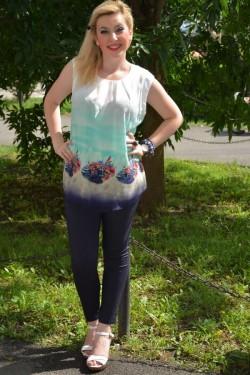 Bluza de vara fara maneci, culoare alba cu imprimeu bleumarin
