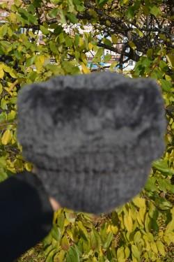 Caciula calduroasa captusita cu blanita, din material gri tricotat