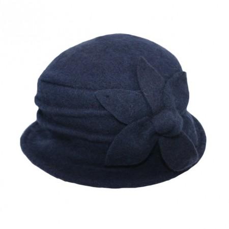 Caciula Denisse tip palarie din lana accesorizata cu floare ,nuanta de bleumarin