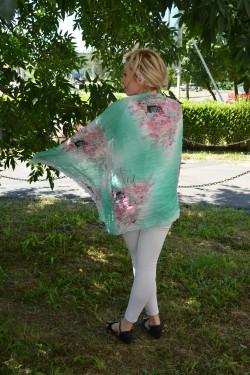 Esarfa fina imprimeu de flori in nuante vii de vara pe fond verde