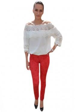 Poze Pantalon tineresc cu design floral pe fond rosu, model lung