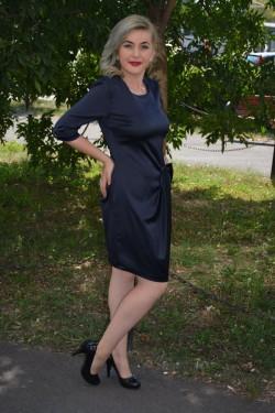 Rochie bleumarin, din saten, cambrata pe silueta