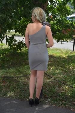 Rochie de club gri, model simplist, mulata pe corp si fodra pe umar