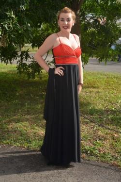 Rochie de gala tinereasca, moderna, din voal negru si satin rosu