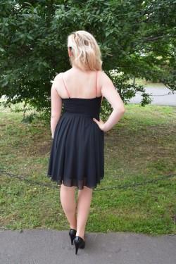 Rochie rafinata , de culoare neagra ,cu top corai