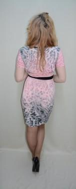 Rochie tinereasca, nuanta de roz. maneci scurte, strasuri fine