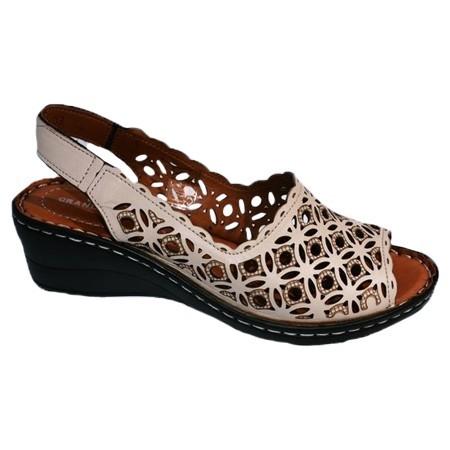 Poze Sandale rafinate cu platforma si model de perforatii,nuanta de bej