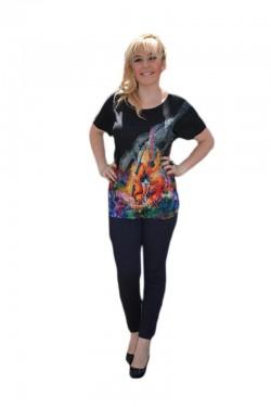 Poze Tricou deosebit cu imprimeu colorat pe fond negru aplicat in fata