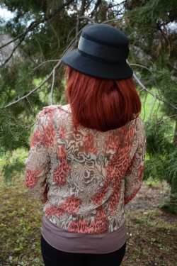 Bluza cu maneca lunga, nuanta de maro, design fashion de animal print