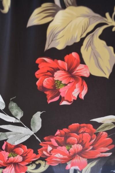 Bluza lejera Mira cu imprimeu floral si decupaj la umeri,nuanta de negru