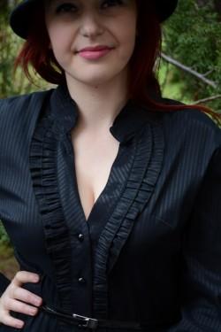 Camasa eleganta, nuanta de negru, cu material cu aspect creponat
