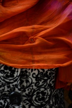 Esarfa eleganta din matase foarte lucioasa, de culoare portocalie