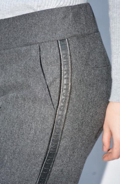 Pantalon casual Jeniffer cu model pe picior ,gri