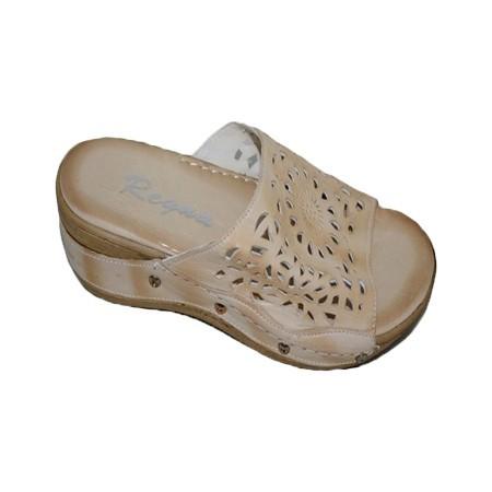 Poze Papuc confortabil in culoare de bej, design cu aspect de dantela