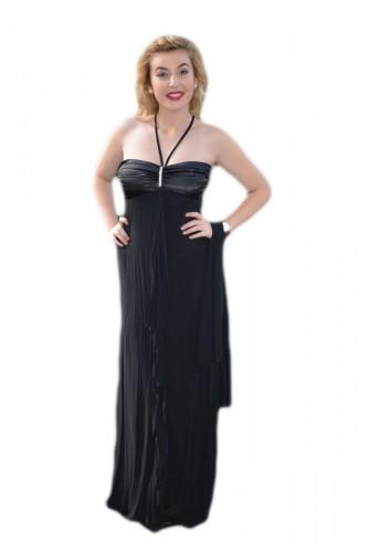 Poze Rochie eleganta lunga, model simplu, cu o mica trena, pe negru