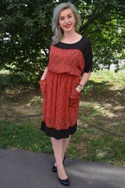 Rochie feminina , de culoare rosu cu buline