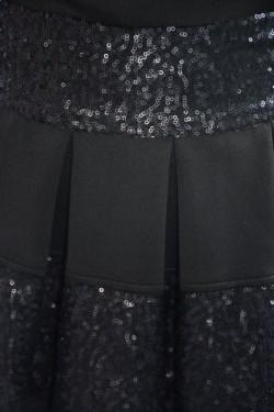 Rochie neagra in tendinte cu pliuri mari si design de paiete