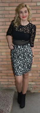 Rochie scurta in tendinte, neagra combinata cu alb, model dantelat