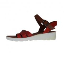 Poze Sanda trendy de vara, de nuanta rosie, cu bareta peste picior