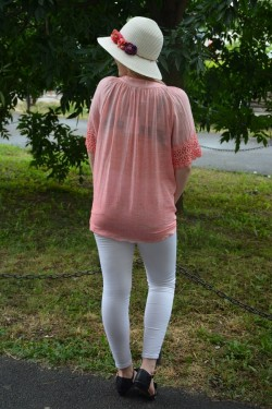 Bluza deosebita de culoare corai, masura mare, cu design brodat