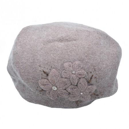 Caciula calduroasa Maya ,model cu 3 flori si aplicatii de margele ,nuanta de maro