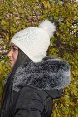 Caciula confortabila de iarna, culoare alba, cu model rafinat