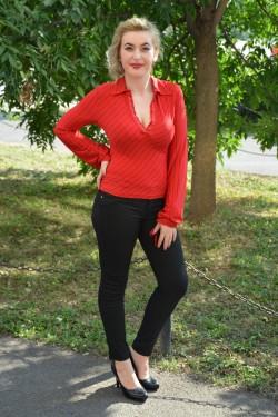 Camasa cu maneca lunga, de culoare rosie cu dungi negre