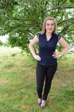 Camasa eleganta de vara, bleumarin, cu dantela fina in fata