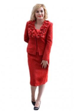 Poze Costum rosu foarte elegant, cu fusta scurta si sacou cu maneci lungi
