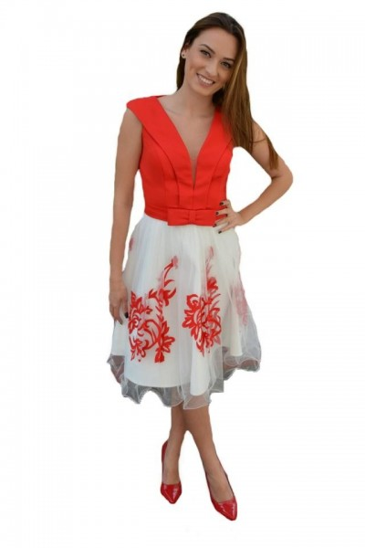 Poze Rochie deosebit de eleganta culoare alb-rosu cu broderie