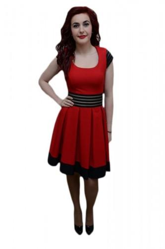 Rochie fashion, nuanta de rosu-negru, design dungat in talie