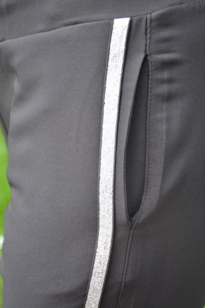 Pantaloni negri cu argintiu