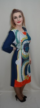 Rochie rafinata cu imprimeu abstract multicolor pe fond bleumarin