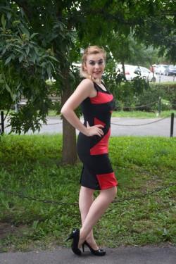 Rochie senzuala, rosu-negru si cu inserti de paiete negre