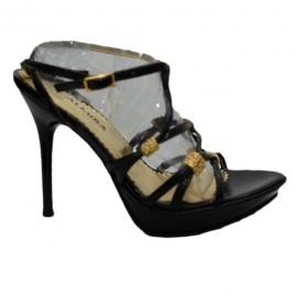 Poze Sanda fashion, eleganta, curele subtiri negre cu insertii aurii